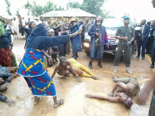 200 Naked  Women protest in Abakaliki